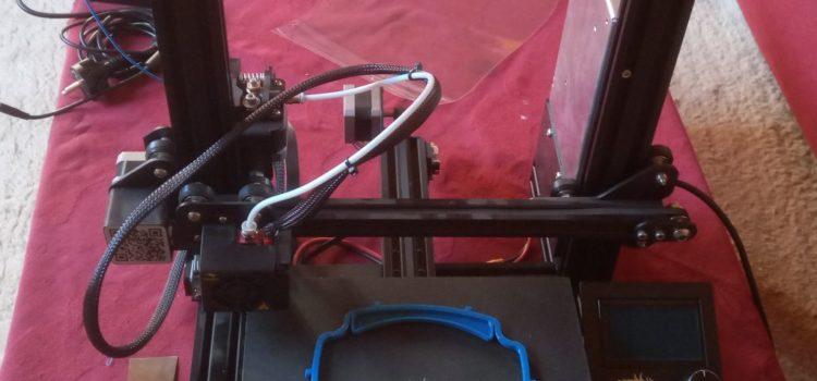 Bild von 3D Drucker mit Druckobjekt auf der Platte