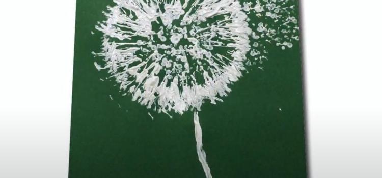 Gemalte Pusteblume auf grünem Karton.